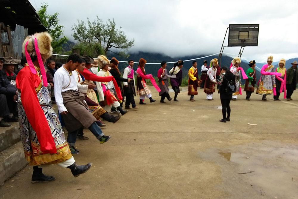 藏乡篝火晚会